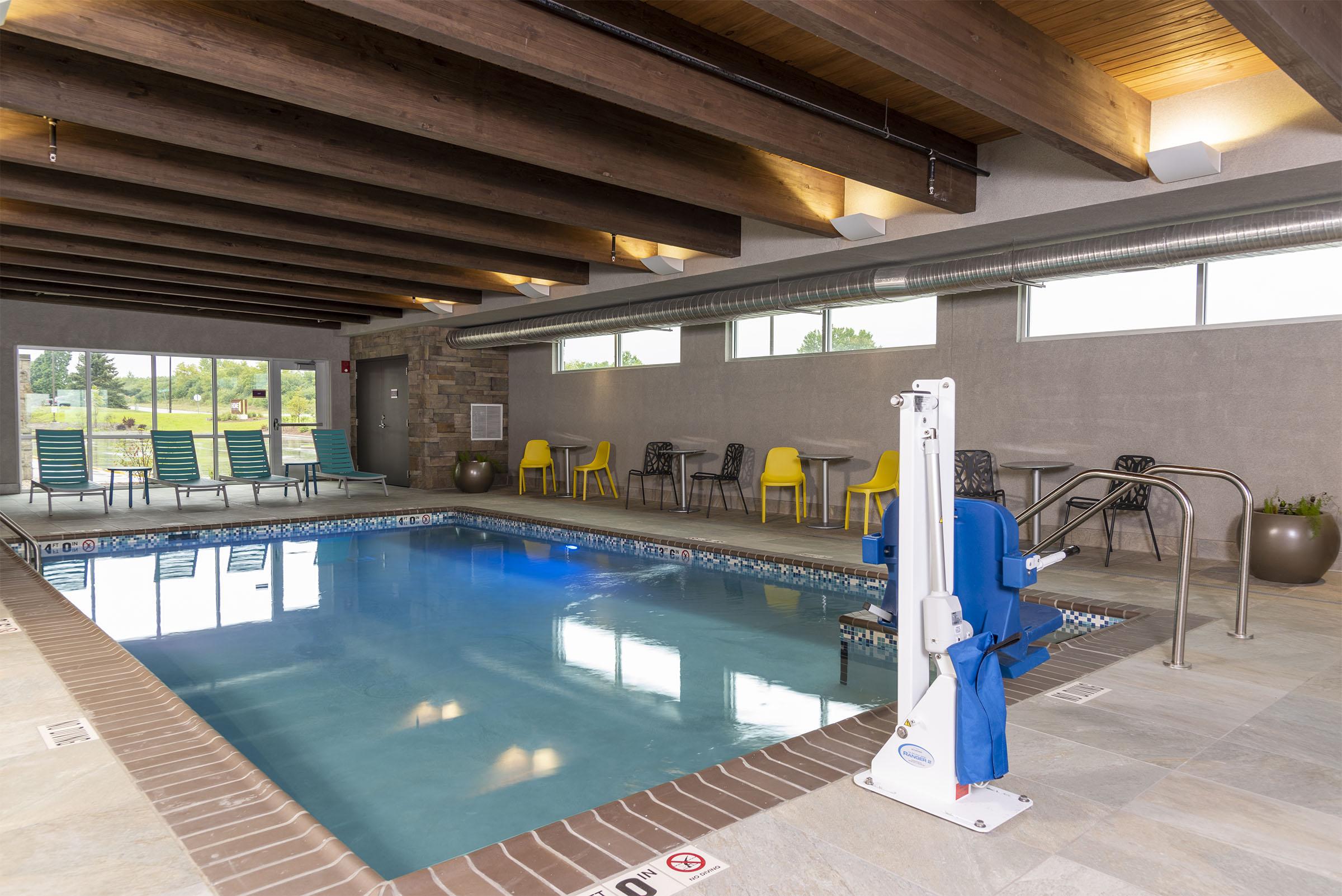 Home2_Appleton Pool_rs